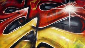 Muovendosi dopo i graffiti variopinti stock footage