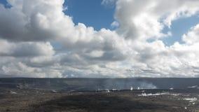 Muoversi si rannuvola il cratere di Kilauea stock footage