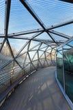 Mur河的海岛由一座现代钢和玻璃桥梁连接了 免版税库存图片