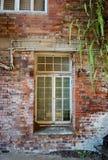 Mur abandonné d'entrepôt Photographie stock