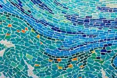 Mur abstrait décoré de la texture colorée de tuile. Images libres de droits