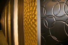 Mur abstrait de fond d'architecture dans la salle d'exposition images stock