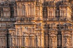 Mur admirablement découpé de temple dans l'Inde Photographie stock libre de droits