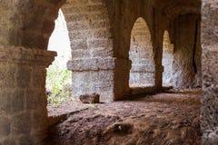 Mur antique avec des voûtes Images libres de droits