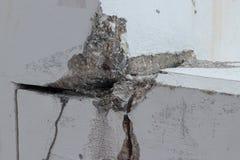 Mur avec des fissures Photographie stock libre de droits