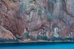 Mur basaltique de la falaise côtière Photos libres de droits