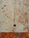 Mur blanc avec la grunge rouge Images libres de droits