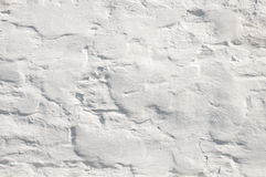 Mur blanc avec la peinture criquée sur le fond Photo stock