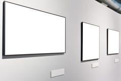 Mur blanc dans le musée avec les trames vides Photographie stock