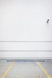 Mur blanc de stationnement Image libre de droits