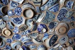 Mur bleu et blanc de poterie Photos stock