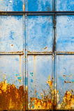 Mur bleu texturisé avec de la rouille rouge Images libres de droits