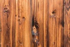 Mur brun naturel en bois de grange Modèle organique de fond de texture de mur photographie stock libre de droits