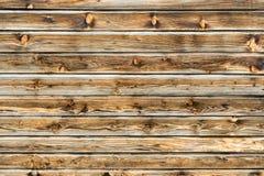 Mur brun naturel en bois de grange Modèle texturisé en bois de fond image libre de droits