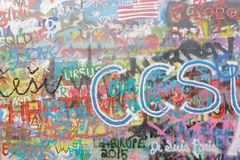 Mur coloré de graffiti Photos libres de droits