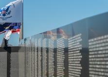 Mur commémoratif de fonds de vétérans du Vietnam photos stock
