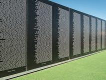 Mur commémoratif de fonds de vétérans du Vietnam images stock