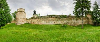 Mur défensif de XVème siècle dominicain de monastère dans Pidkamin, Ukraine photo stock