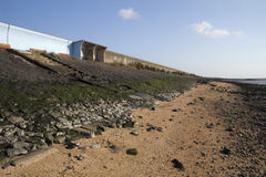 Mur d'abri et de mer sur le Canvey Island, Essex, Angleterre Photo libre de droits