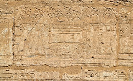 Mur d'hiéroglyphe de l'Egypte de temple antique de Karnak Photo stock