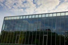Mur d'immeuble de bureaux Photographie stock libre de droits