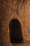 Mur dans un tunnel en pierre Photos stock