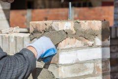 Mur de bâtiment de maçon Photographie stock libre de droits