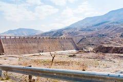 Mur de barrage de Mujib d'Al de Wadi en vallée de montagne Photos libres de droits