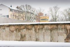 Mur de Berlin en hiver avec la neige Photos stock