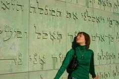 Mur de bibliothèque universitaire à Varsovie photo libre de droits