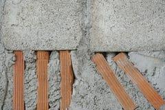 Mur de brique rouge et de ciment Photographie stock libre de droits
