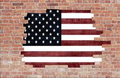 Mur de briques âgé avec l'indicateur des Etats-Unis photo stock