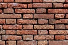 Mur de briques érodé vieux par rouge photographie stock libre de droits