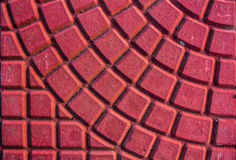 Mur de briques au bâtiment sur la rue Images libres de droits