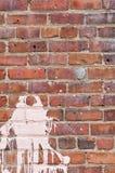 Mur de briques avec l'éclaboussure de la peinture Image libre de droits