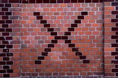 Mur de briques avec la lettre X au centre photos libres de droits