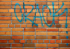 Mur de briques avec le graffiti de drogue Image libre de droits
