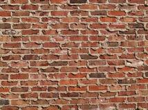 Mur de briques avec le mortier suintant des fissures Image stock