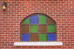 Mur de briques avec le vert et lierre pour l'oeuvre d'art Image libre de droits