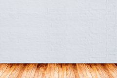 Mur de briques blanc avec le fond en bois de texture de plancher photographie stock libre de droits