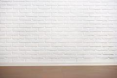 Mur de briques blanc avec le plancher carrelé, photo abstraite de fond photographie stock