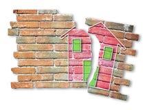 Mur de briques criqu? avec une maison color?e dessin?e l?-dessus photos libres de droits