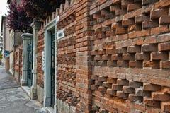 Mur de briques dans Lido, Venise images libres de droits