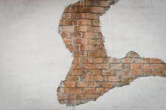 Mur de briques de Brown avec le modèle concret peint par blanc Photo stock
