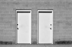 Mur de briques de deux portes Images stock