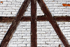 Mur de briques de la maison à colombage Image stock