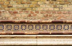 Mur de briques de Synagoge avec des détails - fond Images stock
