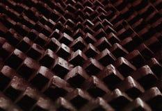 Mur de briques diagonal de cru étendant le fond image stock