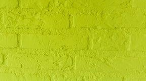 Mur de briques en pierre jaune au néon moderne avec de grandes briques étroites vers le haut du modèle de fond photos stock