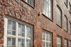 Mur de briques et hublots Photo stock